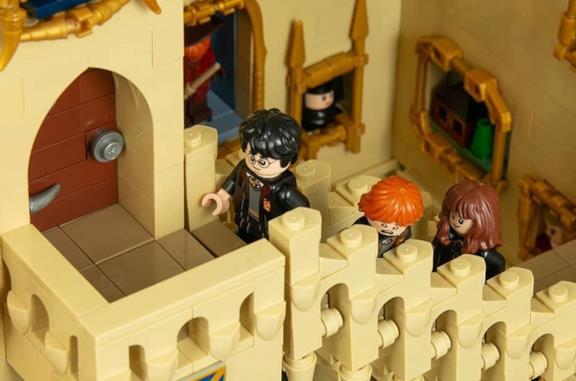 Jonas Kramm ha creato un set LEGO con scale e quadri animati come nei film