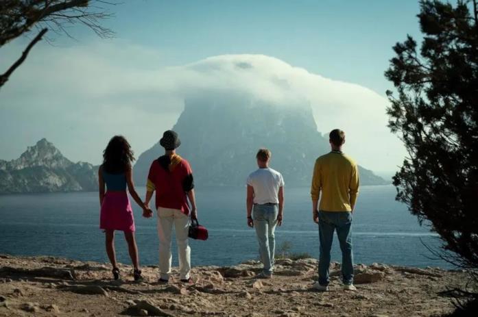 Una scena della serie Netflix White Lines