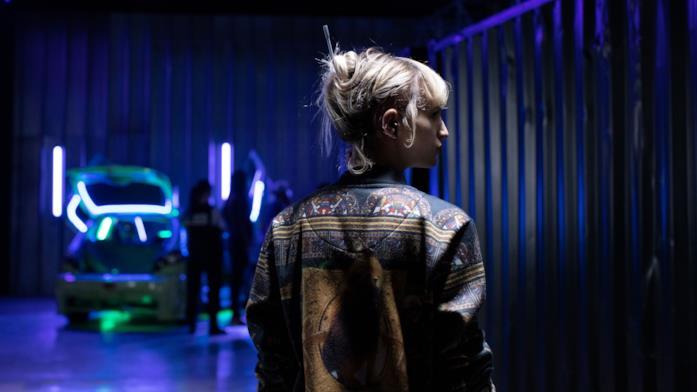 Alexia di spalle