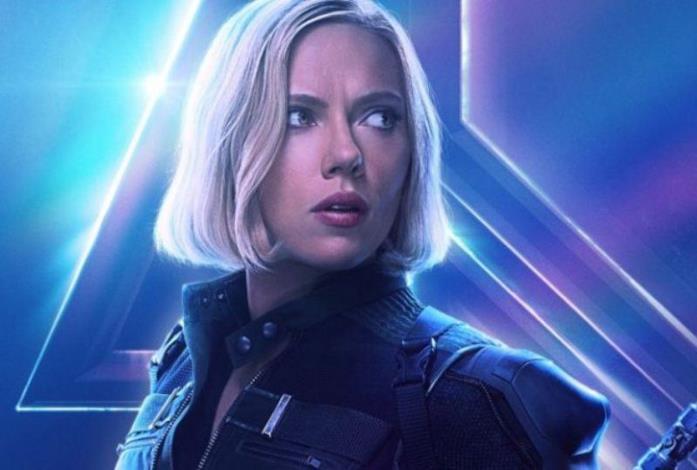 Un primo piano di Vedova Nera, nel poster di Infinity War