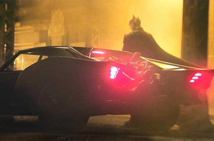 Batman e la sua super macchina in The Batman