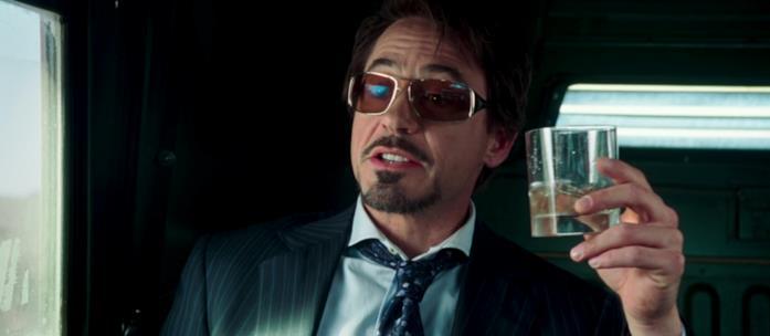 Tony Stark nella prima scena di Iron Man che lo vede coinvolto