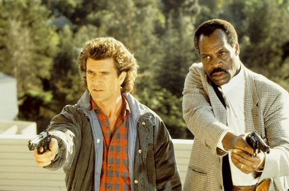 Mel Gibson e Danny Glover in Arma letale 2