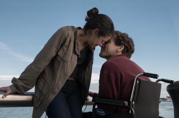 Jake Gyllenhaal e Tatiana Maslany sono Jeff ed Erin in Stronger - Io sono più forte
