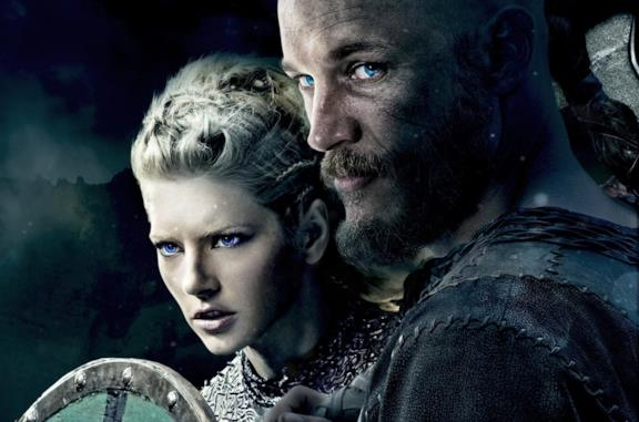 Travis Fimmel e Katheryn Winnick in Vikings