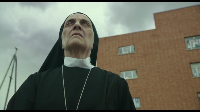 Sorella Morte, durante l'eclissi, avverte che sta succedendo qualcosa di strano