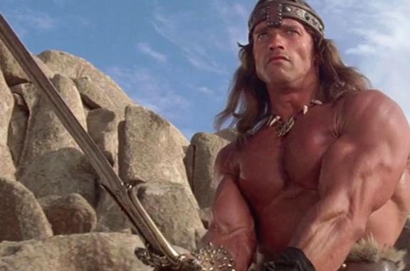 Schwarzenegger paragona la democrazia alla spada di Conan il Barbaro