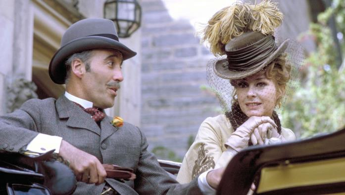 Christopher Lee in una scena de La vita privata di Sherlock Holmes