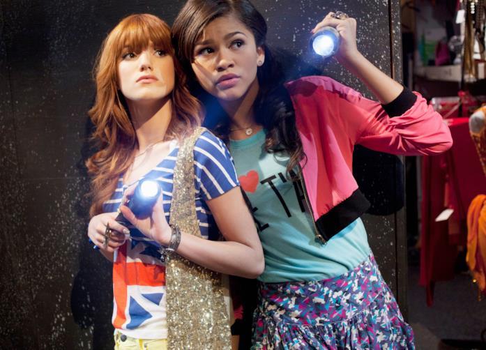 Zendaya e Bella Thorne in una scena di A tutto ritmo