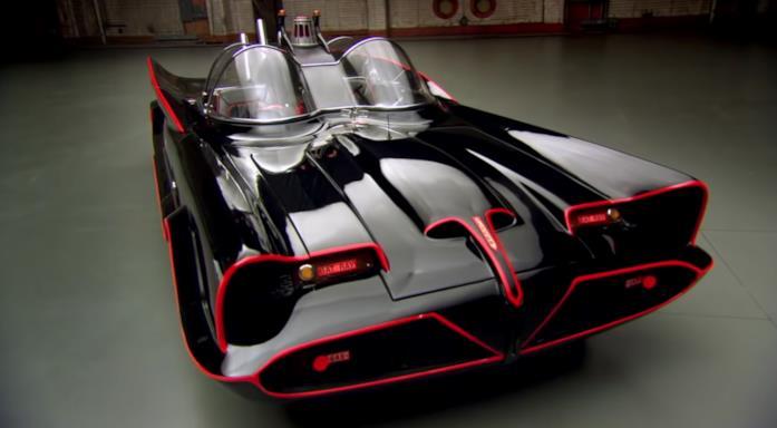 La Batmobile nera con inserti rossi della serie TV anni '60