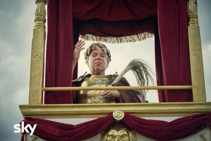 Steve Pemberton in una scena di Britannia 2