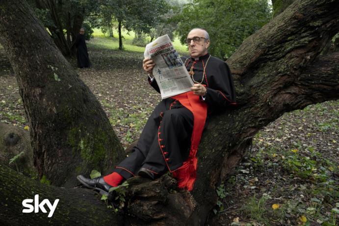 Silvio Orlando come il Card. Angelo Voiello in una scena di The New Pope