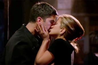 Rachel e Ross si danno il primo bacio in Friends