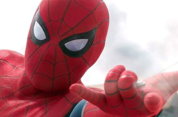 Spider-Man lancia la ragnatela