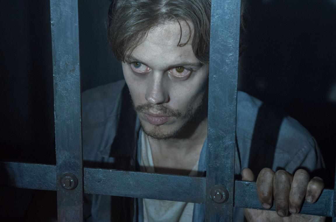Un'immagine di Bill Skarsgård in Castle Rock