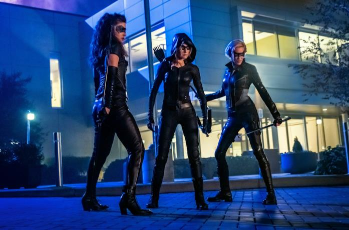 Mia Smoak, Laurel Lance e Dinah Drake in un episodio di Arrow