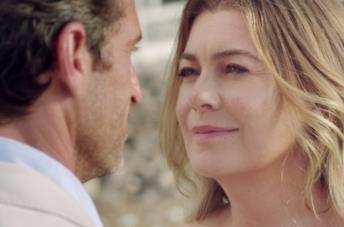 Meredith e Derek in una delle scene sulla spiaggia