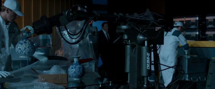 Dum-E è il braccio meccanico aiutante di Tony Stark