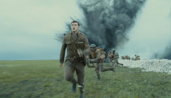George MacKay in una folle corsa del film