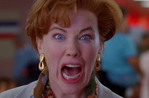 Mamma, ho perso l'aereo: l'urlo 'Kevin!' ricreato da Catherine O'Hara torna virale su Tick Tock