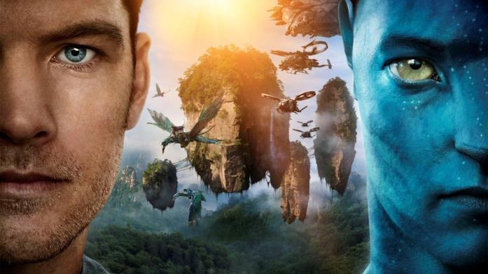 Jake nella sua versione umana e Avatar. Sullo sfondo, le montagne fluttuanti caratteristiche del pianeta Pandora.