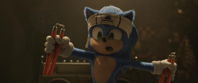 Sonic pratica arti marziali in una scena del film