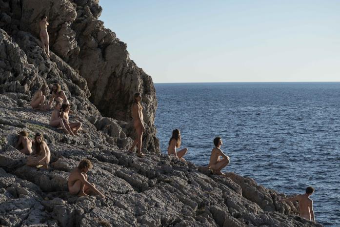 La comune nudista in una scena del film di Mario Martone Capri-Revolution