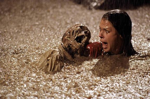 Poltergeist: la scena con gli scheletri nella piscina