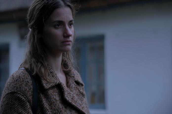 Un primo piano di Danica Curcic in una scena della serie Equinox