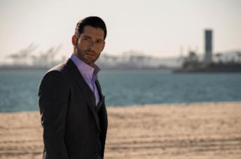 Tom Ellis interpreta Lucifer turbato