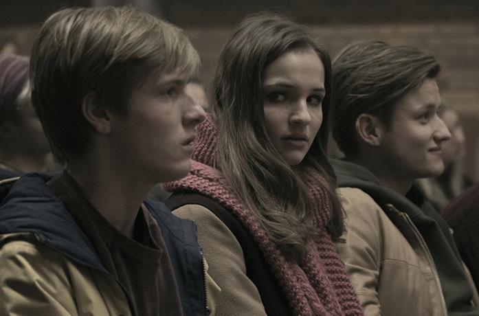 Martha, Bartosz e Jonas in Dark