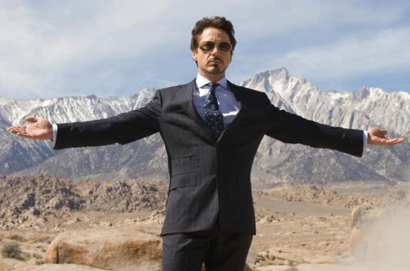 Robert Downey Jr. è Tony Stark in una scena di Iron Man 2008
