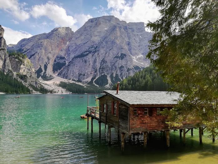 La palafitta sul Lago di Braies di Un passo dal cielo
