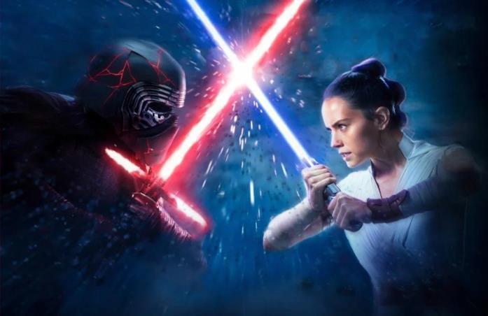 Rey e Kylo Ren in battaglia con le spade laser