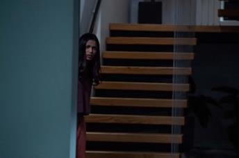 Freida Pinto in una scena del film Intrusion