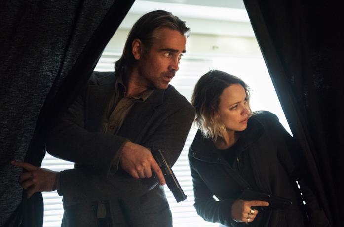 Un'immagine di Colin Farrell e Rachel McAdams in True Detective