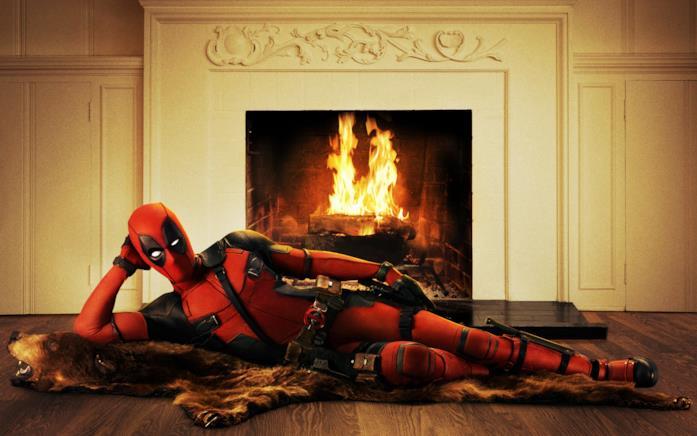 Deadpool davanti al caminetto come Domino? Sarà solo una coincidenza?