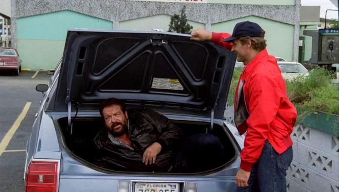 Terence Hill e Bud Spencer in una scena del film Nati con la camicia
