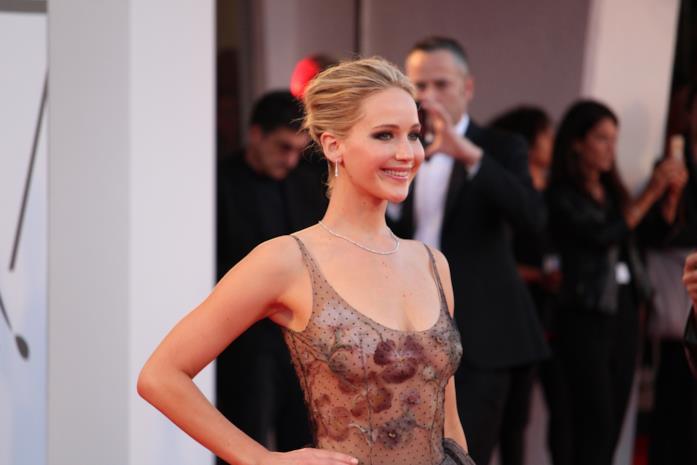 Jennifer Lawrence sul tappeto rosso di Venezia 74