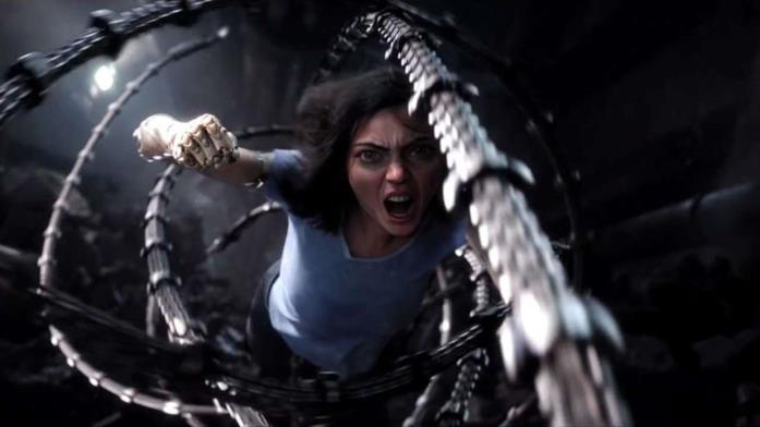Alita combatte in una scena del film Alita - Angelo della battaglia