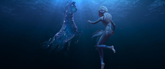 Elsa nuota e lotta con il cavallo d'acqua