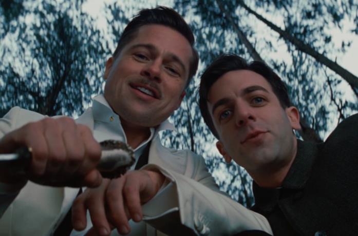 Brad Pitt e B. J. Novak nella scena finale di Bastardi senza gloria