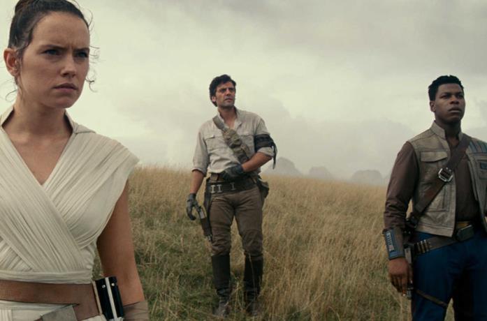 I protagonisti in un'immagine ufficiale di Star Wars: L'ascesa di Skywalker,