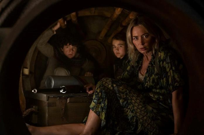 Emily Blunt, Noah Jupe e Millicent Simmonds in una scena di A Quiet Place II