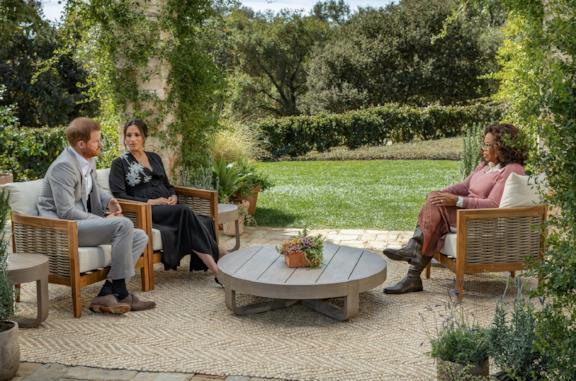 Il Principe Harry e Meghan Markle in un estratto dall'intervista con Oprah Winfrey