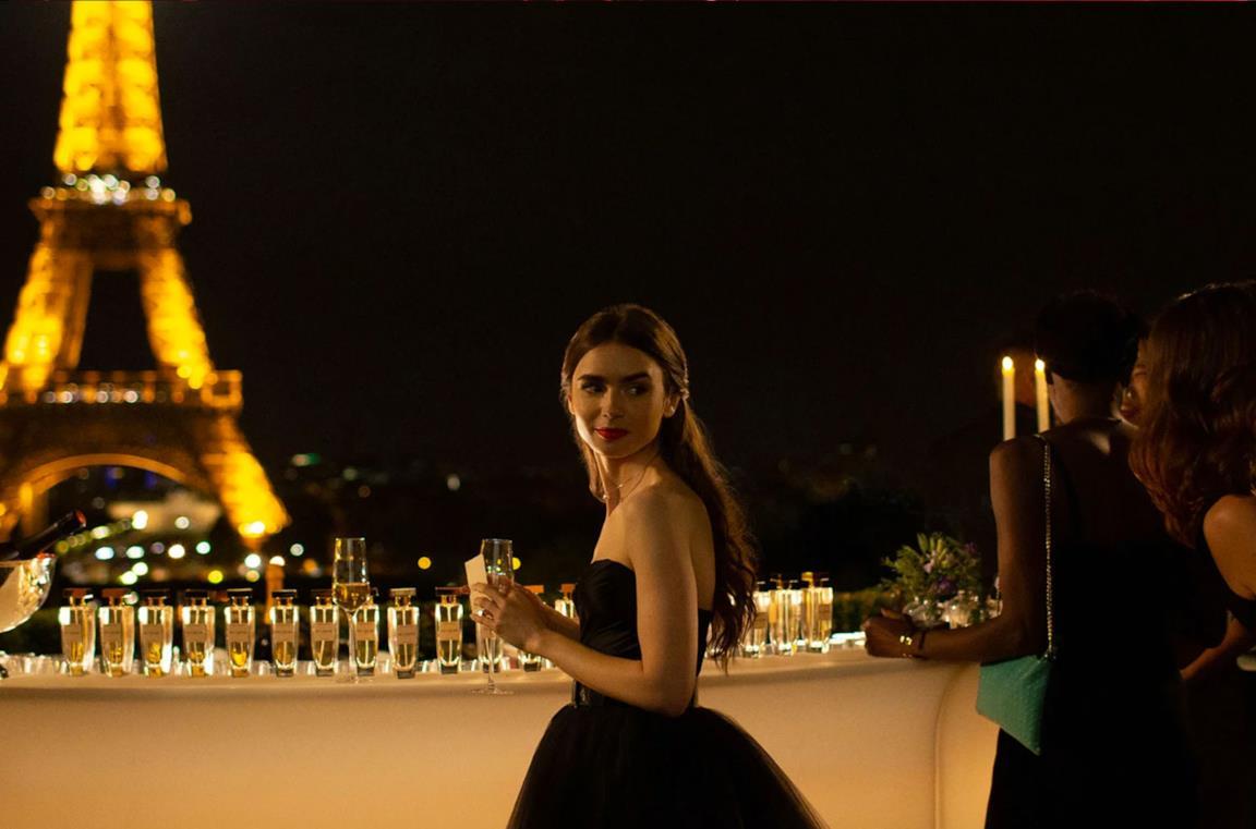 Emily in Paris, una scena della serie