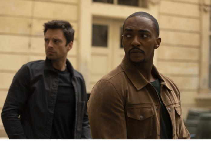 Bucky e Sam in abiti civili