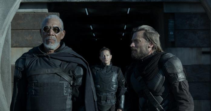 Freeman e Coster-Waldau in una scena di Oblivion