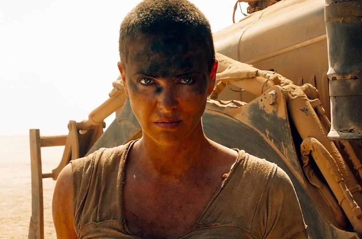 Furiosa in una scena di Mad Max: Fury Road