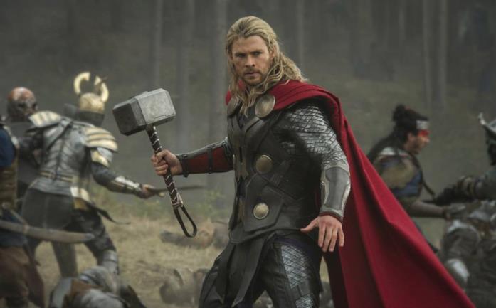 Chris Hemsworth nei panni di Thor in Thor: The Dark World